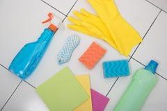 Καθαρισμός σπιτιών του φωτεινού προϊόντος στο κεραμίδι Στοκ φωτογραφία με δικαίωμα ελεύθερης χρήσης