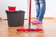 Καθαρισμός σπιτιών Στοκ Φωτογραφίες