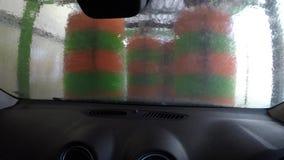 Καθαρισμός του αυτοκινήτου στο πλύσιμο αυτοκινήτων απόθεμα βίντεο