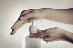 Καθαρισμός χεριών Στοκ εικόνες με δικαίωμα ελεύθερης χρήσης