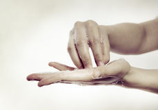 Καθαρισμός χεριών Στοκ φωτογραφία με δικαίωμα ελεύθερης χρήσης