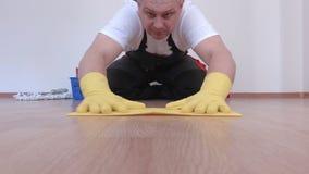Καθαριστής που γυαλίζεται και που ελέγχει την επιφάνεια επίπλων φιλμ μικρού μήκους