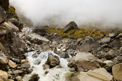Καθαρός καταρράκτης βουνών, υπόβαθρο Στοκ Εικόνα