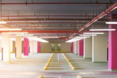 Καθαρός νέος σύγχρονος χώρος στάθμευσης Στοκ Εικόνα