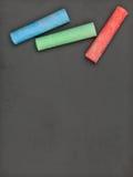 Καθαρός πίνακας με τη ζωηρόχρωμη κιμωλία Στοκ εικόνα με δικαίωμα ελεύθερης χρήσης
