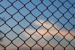 Καθαρός φράκτης χάλυβα στην ελευθερία Στοκ Φωτογραφία