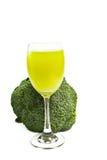 Καθαρός φρέσκος πράσινος χυμός μπρόκολου στο γυαλί Στοκ εικόνα με δικαίωμα ελεύθερης χρήσης