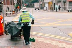 Καθαρότερος καθαρισμός εργασίας οδών πόλεων γυναικών Στοκ Φωτογραφίες