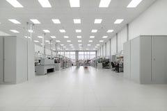 Καθαρό δωμάτιο παραγωγής Κατασκευή της βιομηχανικής ηλεκτρονικής στοκ εικόνες