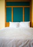 Καθαρό κρεβάτι το πρωί Στοκ Φωτογραφίες