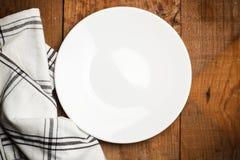 καθαρό λευκό πιάτων Στοκ εικόνες με δικαίωμα ελεύθερης χρήσης