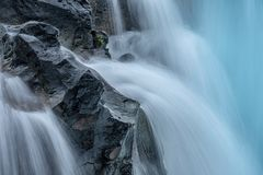 Καθαρό νερό από την πηγή Στοκ εικόνα με δικαίωμα ελεύθερης χρήσης