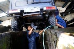 καθαρό πλύσιμο σφουγγαριών μηχανών μανικών αυτοκινήτων Στοκ φωτογραφία με δικαίωμα ελεύθερης χρήσης