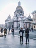 Καθεδρικός ναός Αγίου Isaac πόλεων ανθρώπων Αγίου Πετρούπολη ταξιδιού στοκ εικόνες με δικαίωμα ελεύθερης χρήσης