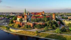 Καθεδρικός ναός και κάστρο Wawel στην Κρακοβία, Πολωνία Εναέριο βίντεο απόθεμα βίντεο