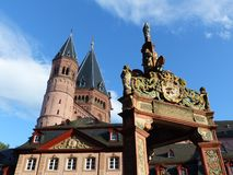Καθεδρικός ναός και Marktbrunnen, Μάιντς Στοκ Εικόνες