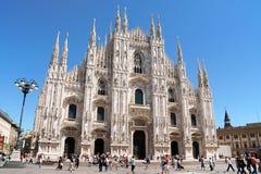 Καθεδρικός ναός και Piazza del Duomo του Μιλάνου στην Ιταλία Στοκ Εικόνες