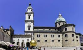 Καθεδρικός ναός και Residenzplatz του Σάλτζμπουργκ στοκ εικόνες