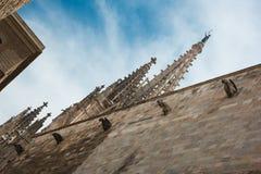 Καθεδρικός ναός της Βαρκελώνης μπλε ουρανοξύστης ουρανού λεπτομερειών αρχιτεκτονικής στοκ φωτογραφία με δικαίωμα ελεύθερης χρήσης