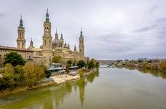 Καθεδρικός ναός της EL Πιλάρ και του ποταμού Έβρου σε Σαραγόσα, Ισπανία Στοκ Φωτογραφίες
