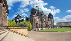 Καθεδρικός ναός του Βερολίνου, ή από το Βερολίνο DOM μια φωτεινή ημέρα την άνοιξη στοκ φωτογραφίες με δικαίωμα ελεύθερης χρήσης