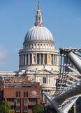 Καθεδρικός ναός του ST Paul και γέφυρα χιλιετίας Λονδίνο UK Στοκ εικόνα με δικαίωμα ελεύθερης χρήσης