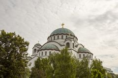 Καθεδρικός ναός του ST Sava ενάντια στα σύννεφα σε Βελιγράδι Σερβία στοκ φωτογραφία