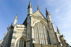 Καθεδρικός ναός του Winchester που φαίνεται λαμπρός κατά αυτήν την ανοδική άποψη Στοκ Εικόνες