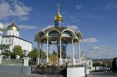 Καθεδρικός ναός τριάδας και πύργος κουδουνιών σε Pochaev Lavra Στοκ Εικόνες