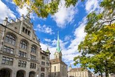 Καθεδρικός ναός Fraumuenster και Stadthaus, Ζυρίχη, Ελβετία Στοκ εικόνα με δικαίωμα ελεύθερης χρήσης