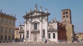 Καθεδρικός ναός Mantua που βλέπει από το τετράγωνο φιλμ μικρού μήκους