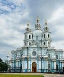 Καθεδρικός ναός αναζοωγόνησης (Smolny) στη μονή καλογραιών Novodevitchy (18$ος αιώνας) Στοκ φωτογραφία με δικαίωμα ελεύθερης χρήσης