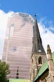 Καθεδρικός ναός εκκλησιών Χριστού και πύργος KPMG στο Μόντρεαλ Στοκ Φωτογραφία