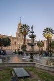 Καθεδρικός ναός και πηγή Plaza de Armas - Arequipa, Περού Στοκ Εικόνες