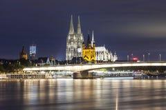 Καθεδρικός ναός της Κολωνίας τη νύχτα Στοκ Εικόνα