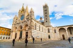 Καθεδρικός ναός της Σιένα, Di Duomo Σιένα, Ιταλία και άνθρωποι γύρω από το Στοκ φωτογραφία με δικαίωμα ελεύθερης χρήσης