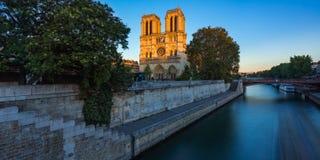 Καθεδρικός ναός της Notre Dame και ποταμός του Σηκουάνα στο ηλιοβασίλεμα Παρίσι Στοκ Φωτογραφίες
