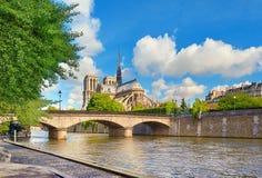 Καθεδρικός ναός της Notre Dame στο Παρίσι στην άνοιξη Στοκ Εικόνες