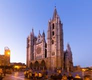Καθεδρικός ναός του Leon το βράδυ στοκ φωτογραφία με δικαίωμα ελεύθερης χρήσης