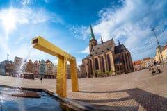 Καθεδρικός ναός του ST Bartholomew ` s στο κύριο τετράγωνο Plzen cesky τσεχική πόλης όψη δημοκρατιών krumlov μεσαιωνική παλαιά Στοκ φωτογραφίες με δικαίωμα ελεύθερης χρήσης