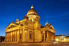 Καθεδρικός ναός του ST Isaac στην Άγιος-Πετρούπολη τη νύχτα Στοκ εικόνα με δικαίωμα ελεύθερης χρήσης