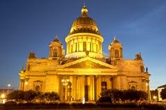 Καθεδρικός ναός του ST Isaac στην Άγιος-Πετρούπολη τη νύχτα Στοκ φωτογραφίες με δικαίωμα ελεύθερης χρήσης