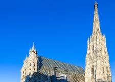 Καθεδρικός ναός του ST Stephen στη Βιέννη και το μπλε ουρανό Στοκ Φωτογραφία
