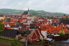 Καθεδρικός ναός του ST Vitus και παλαιά πόλης άποψη από τον πύργο κάστρων, Cesky KR Στοκ εικόνες με δικαίωμα ελεύθερης χρήσης