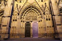 Καθεδρικός ναός του ST Vitus (Ρωμαίος - καθολικός καθεδρικός ναός) στο Κάστρο της Πράγας Στοκ εικόνα με δικαίωμα ελεύθερης χρήσης