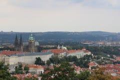 Καθεδρικός ναός των Αγίων Vitus, άποψη από τον πύργο Petrin Στοκ Φωτογραφία