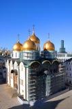 Καθεδρικός ναός υπόθεσης της Μόσχας Κρεμλίνο στα υλικά σκαλωσιάς Στοκ φωτογραφία με δικαίωμα ελεύθερης χρήσης