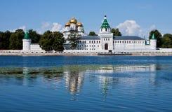 Καθεδρικός ναός χριστιανισμού στη Ρωσία, πόλη Kostroma, μοναστήρι Ipatievsky στοκ φωτογραφίες