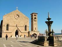 Καθεδρικός ναός Annunciation στον κόλπο Mandraki στην Ελλάδα Στοκ φωτογραφία με δικαίωμα ελεύθερης χρήσης