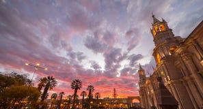 Καθεδρικός ναός Arequipa, Περού, με τη ζάλη του ουρανού στο σούρουπο Στοκ φωτογραφία με δικαίωμα ελεύθερης χρήσης